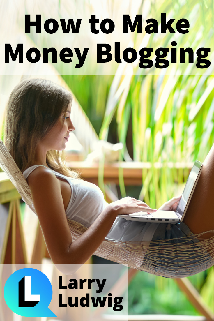 The ultimate guide to the 8 ways to make money online by blogging. Here\'s how to make money from a blog.